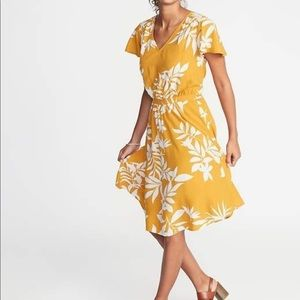 NWOT Yellow Tropical V-Neck Cap Sleeve Dress
